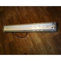 Светильник 2-х ламповый(36W)+одна лампа-Для гаража или дачи.