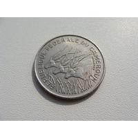 """Камерун.  100 франков 1971 год   """"Африканская антилопа""""  KM#15"""