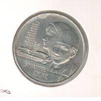 20 марок 1979 года ГДР 30 лет ГДР в холдере 25
