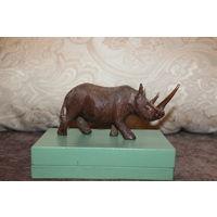 Деревянная фигурка носорога, Африка, высота 7,5 см.