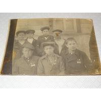 """Фото """" Дети со знаками ОСОАВИАХИМ """" 1939 год"""