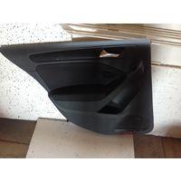 Гольф 6 обивка двери (ткань) задняя левая 5K6867211