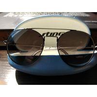 """Солнцезащитные очки""""STING""""в родном футляре."""