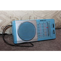 Радиоприёмник ВЕГА-341, 1988 года, рабочий, отсутствует крышка отсека батареек, в целом хорошее состояние.