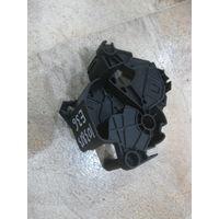 103813 BMW E36 кронштейн печки 9041221367