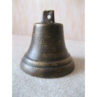 Старинный бронзовый колокольчик.