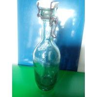 Старинная аптечная бутылка от минеральной воды с фаянсовой пробкой.Первая половина XX-го века.На пробке надпись-Dr.Bauer & Baum.Berlin.