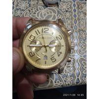 Часы кварцевые Michael Kors с календарем