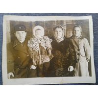 Фото семьи военного. 9х11 см.