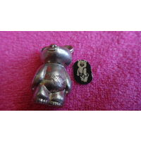 Олимпийский Мишка металлический  + металлическая наклейка мишка . Оригинал . Редкий