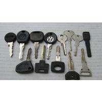 Ключи от старых автомобилей разные