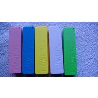 Коробка внешней батареи мобильного телефона, на один аккумулятор. разные цвета.