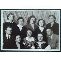 Фото студентов Минского института иностранных языков. Середина 1950-х. 11х16 см.