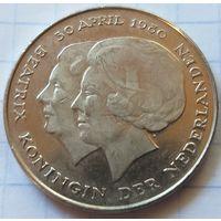 Нидерланды 1 гульден, 1980 Коронация королевы Беатрис     ( К-2-4 )