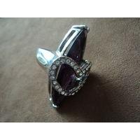 Перстень посеребряный. Стразы. Аметистовое стекло.19-20 р.4,5х2,8 см.