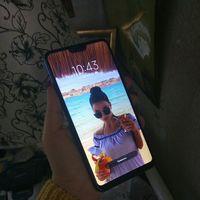 MI 8 Lite (Xiaomi)  безрамочный, сканер отпечатка пальца, разблокировка по лицу работают идеально