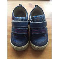 Ортопедические ботинки Minimеn 20 размер из натуральной качественной кожи синего цвета.  Длина подошвы 15 см, стелька не достается, поэтому замерять стельку затрудняюсь. Отличное состояние и приятная