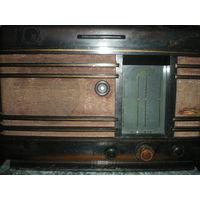"Радиола ""Минск Р-7"" 1952 года, КВ1-СВ-ДВ-КВ2, радиозавод им. Молотова. Торг."