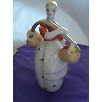 Статуэтка Девушка с коромыслом .лот 7