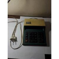 Калькулятор ,,Электроника СЗ 22,, под реставрацию. Старт с 2-х рублей без м.ц.Смотрите другие лоты,много интересного.