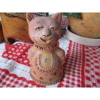 Глиняная фигурка кошка колокольчик