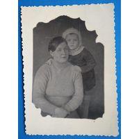 Фото женщины с ребенком. 1942 г. Иркутск.