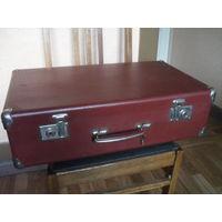 Советский фибровый чемодан.С ключиком,замки рабочие.Мосштамп.