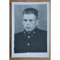 Фото лесничего в форме. 1953 г. 5.5х8.5 см