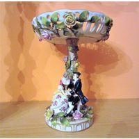 Музейная редкость! Антикварная фарфоровая скультура, интерьерная композиция, ваза на ножке.Ширхольц 1840 -1850 ые года Schierholz. Влюблённые под  деревом в розах , переходящим в вазу. Яркие краски,