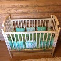 Детская кроватка с продольным укачиванием.