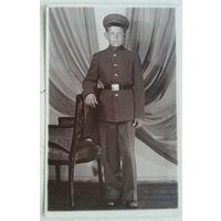 Фото учащегося в форменной одежде. 1950-е. 8х13.5 см.