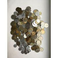 209 монет разных стран
