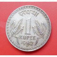 01-19 Индия, 1 рупия 1982 г. Единственное предложение монеты данного года на АУ