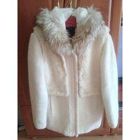 Пальто белое коллекционное Yessica с капюшоном р.М