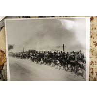 Фото немецких солдат на марше. 2 мировая война. Копия 1970 года.