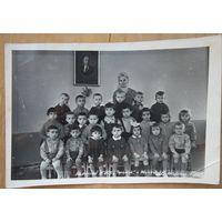 """Фото группы детей в яслях """"Теремок"""". г.Минск. 1965 г. 12х18 см"""