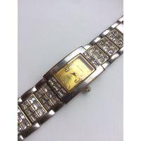 Женские наручные часы Seconda