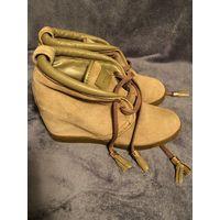 Продам (оригинал) замшевые осенние ботинки Louis Vuitton на танкетке 2-3 см, 38 размер, состояние 8/10