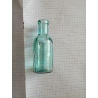 Стеклянная бутылочка времён царской России