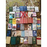 Книги разные. (Зачеркнутые книги проданы)