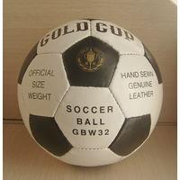 Мяч футбольный фирменный. Натуральная кожа. Ручная сшивка. Новый в упаковке. Недорого!