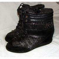 Шипованные зимние полусапожки-ботинки, теплые, на меху, размер 41, на высокий подъем и на полную ногу, очень удобные, на танкетке, ширина регулируется шнуровкой и липучками