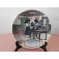 Тарелка 2 коллекционная фарфор художник Frederic Regamey изготовитель Sarreguemines Франция диаметр 22.5 см.