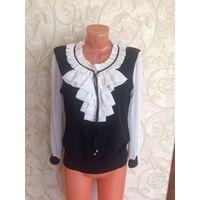 Стильная блуза с красивыми рукавами на 50-54 размер. Идаельно смотрится на 50-52 размер, можно и на 54 размер, с утягивающим бельем носить. Блуза очень нарядная, носила, б/у, состояние хорошее. Длина