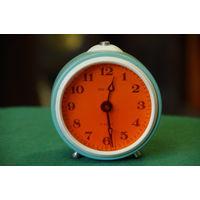 Часы будильник  SEVANI     все работает