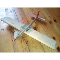 Кордовая модель самолета с керосиновым двигателем