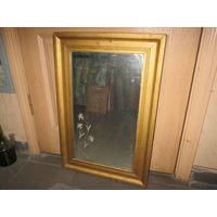 Зеркало старинное в деревянной раме.