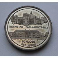 """Памятная красивая медаль """"Рейстаг- Парламент""""  - 35мм."""