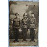 Фото трех солдат Российской империи.