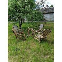 Гарнитур садовый, частично требует реставрации,дерево Ива.